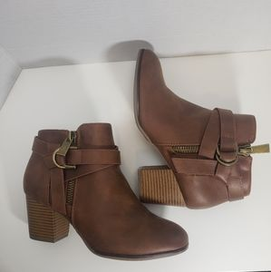 Shoes - Ankle Boots Brown size 8.5 wide